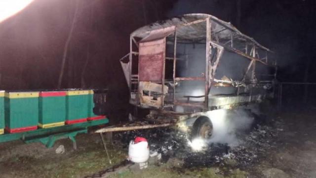Podpaleny vcelarsky voz v Hamuliakove